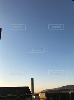 近くの塔のアップの写真・画像素材[862799]
