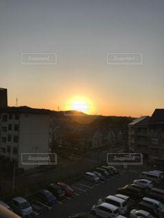街に沈む夕日の写真・画像素材[870572]