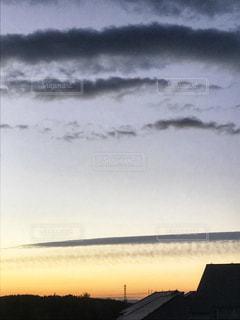 空には雲のグループの写真・画像素材[899474]