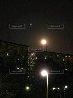 夜、トラックの鉄道の写真・画像素材[1030935]