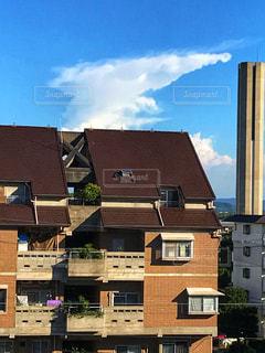 大きなレンガの建物の写真・画像素材[1318551]