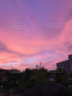 街に沈む夕日の写真・画像素材[1326307]