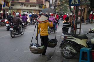 都市のストリート バイクに乗る人 - No.706489