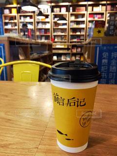テーブルの上のコーヒー カップ - No.868970