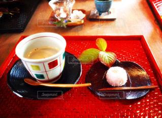 テーブルの上に食べ物のボウル - No.762912