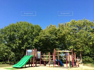 公園 遊具 青空の写真・画像素材[711512]