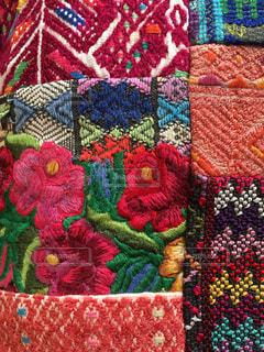 お花の刺繍,グアテマラの民族衣装のパッチワークの写真・画像素材[714830]