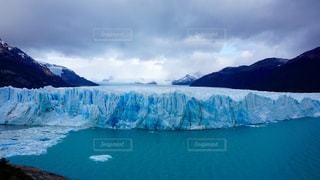 雪に覆われた山の写真・画像素材[724130]