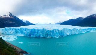 雪に覆われた山の写真・画像素材[724131]