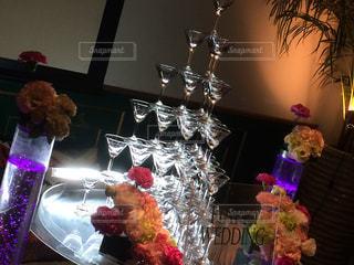 テーブルの上の花の花瓶の写真・画像素材[705629]