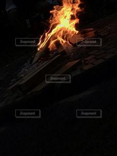 焚き火の写真・画像素材[2220069]