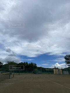 青い曇り空の雲の写真・画像素材[4770315]