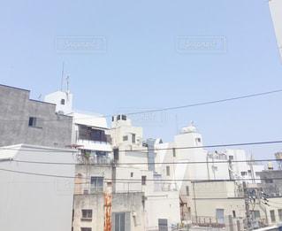 大きな白い建物の写真・画像素材[705388]