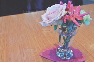 テーブルの上の花 - No.914161
