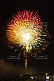 夜空の花火の写真・画像素材[705721]