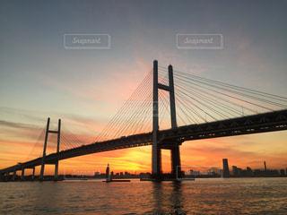 ベイブリッジと夕焼けの写真・画像素材[962384]