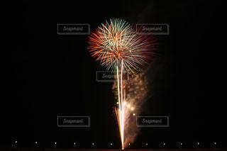 夜空の花火の写真・画像素材[706377]