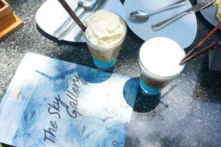 テーブルの上のコーヒー カップの写真・画像素材[707021]