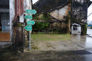 通り側にサインの写真・画像素材[707028]