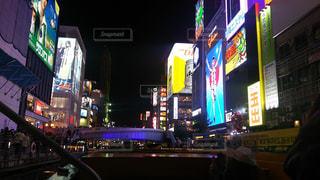 夜の店の前 - No.708131