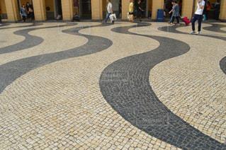 通りを歩く人々 のグループの写真・画像素材[708504]