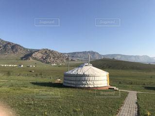 背景の山のフィールドの写真・画像素材[708236]