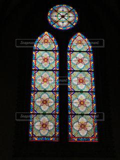 ウィンドウの前面に明るい光の写真・画像素材[715007]