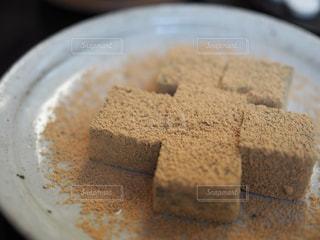 皿の上のケーキの一部 - No.715018