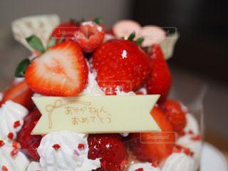 皿の上のケーキのスライスの写真・画像素材[716673]