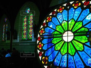 ウィンドウの前面に明るい光の写真・画像素材[717917]
