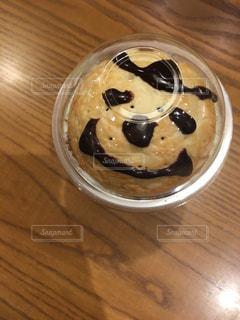 木製テーブルの上のコーヒー カップの写真・画像素材[730491]
