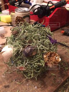 テーブルの上に座って野菜の山の写真・画像素材[742219]