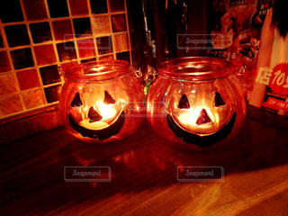 テーブルにガラスの瓶のグループの写真・画像素材[742221]