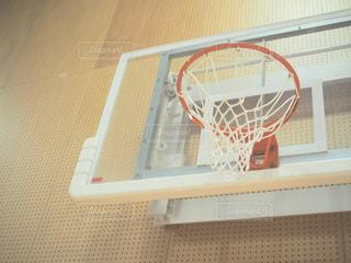 近くにバスケット ボールの試合のアップの写真・画像素材[795349]