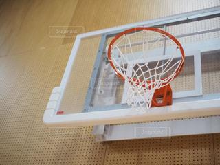 近くにバスケット ボールの試合のアップの写真・画像素材[795350]
