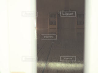 近くのドアのアップの写真・画像素材[795379]