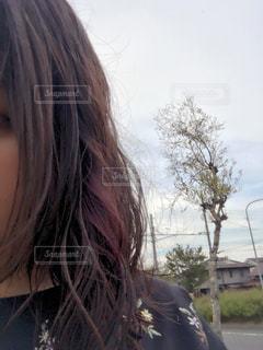 selfie を取る若い女性の写真・画像素材[795428]
