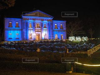 建物は夜ライトアップの写真・画像素材[916447]