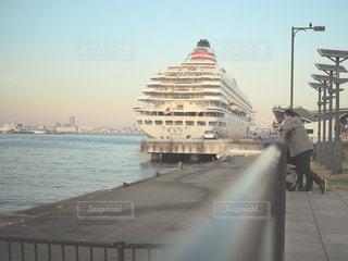 水の中の大型船の写真・画像素材[933823]