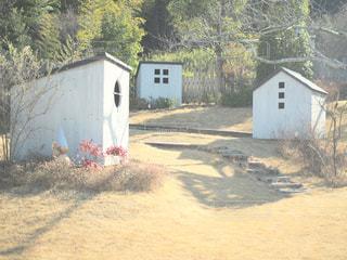 未舗装の道路の家の写真・画像素材[995128]