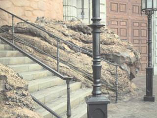 近くの石造りの建物の写真・画像素材[1010985]