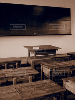 木製テーブルの写真・画像素材[1067678]