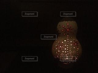 近くストップ ライトのアップは夜ライトアップの写真・画像素材[1121661]