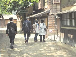 通りを歩く人々 のグループの写真・画像素材[1155395]