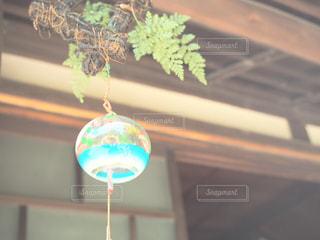 青い背景のガラスの写真・画像素材[1308166]
