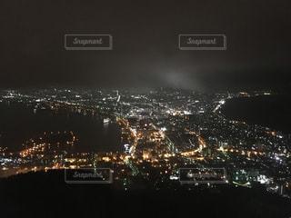 夜の街の景色の写真・画像素材[1380792]