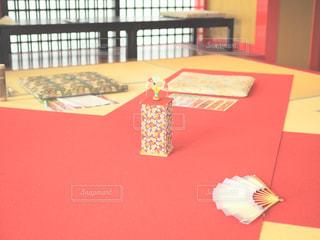赤いテーブルの写真・画像素材[1783816]