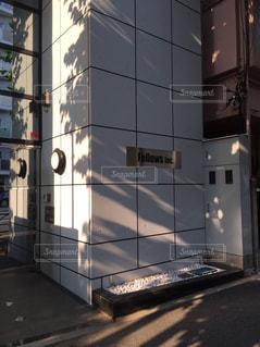 大きな白い建物の写真・画像素材[709546]