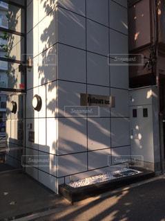 大きな白い建物の写真・画像素材[875655]
