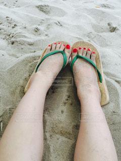 砂の上に横たわる人の写真・画像素材[709912]